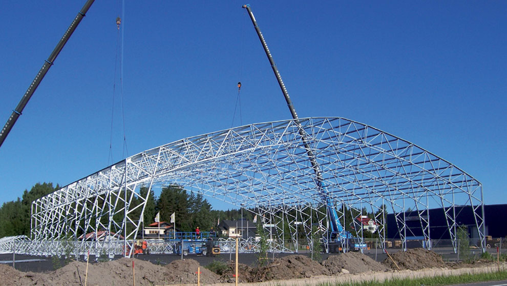 The frame of the steel hall is in place.