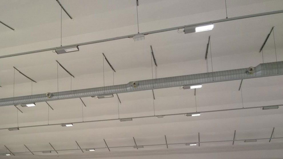 The halls can also be covered with an interior roof covering, if so required. All insulated halls, for example, have been fitted with a durable interior roof covering.